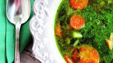 Minestrone zdodatkiem bazyliowego pesto, czyli aromatyczna zupa jarzynowa
