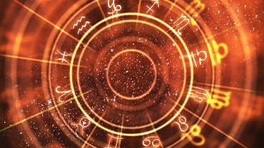 Horoskop dzienny - 29 stycznia [Baran, Byk, Bliźnięta, Rak, Lew, Panna, Waga, Skorpion, Strzelec, Koziorożec, Wodnik, Ryby]. Zdjęcie ilustracyjne