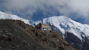 Schronisko przy masywie T?te Rousse pod Mont Blanc