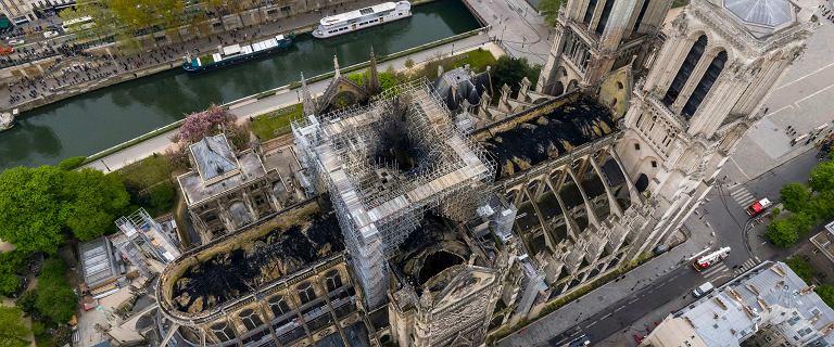 Pożar Notre Dame. Straż: Nadal istnieje ryzyko, że mury katedry runą