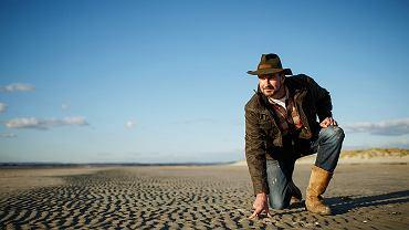 Tristan Gooley - członek The Royal Institute of Navigation oraz Royal Geographic Society. Autor wydanego w Polsce 'Przewodnika wędrowca'