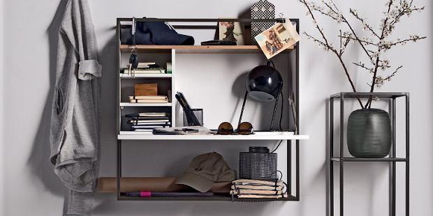 Industrialna półka na książki