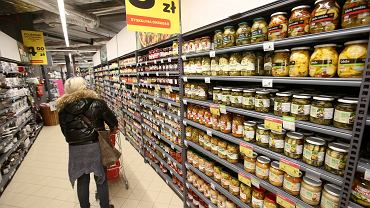 Galeria handlowa Kaskada . Sklep Carrefour .