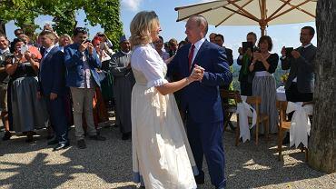 Była szefowa MSZ Austrii nominowana do rady dyrektorów Rosnieftu. Trzy lata temu tańczyła z Putinem na weselu