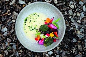 Warzywa w maślanym sosie i bazyliowym oleju