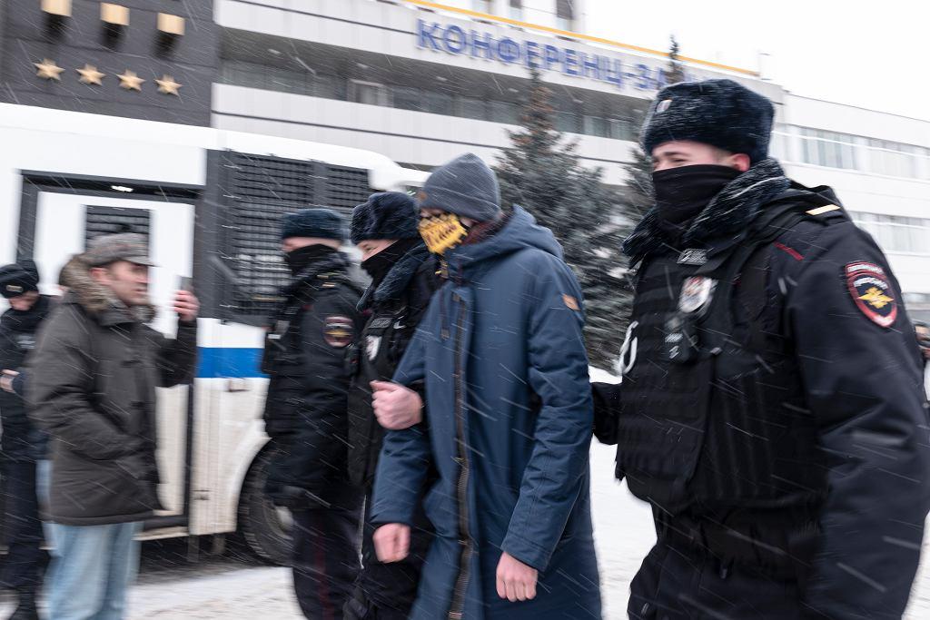 Rosja. Policja zerwała forum opozycji i zatrzymała 200 osób