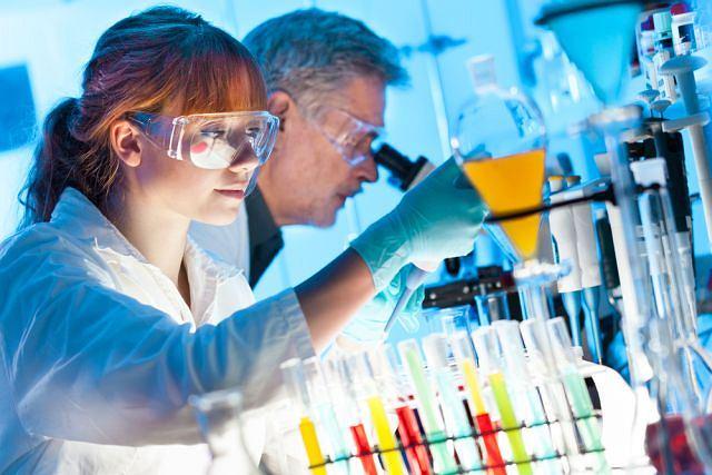 Leczenie biologiczne stosowane jest m.in u osób z białaczką bądź chorobą stawów