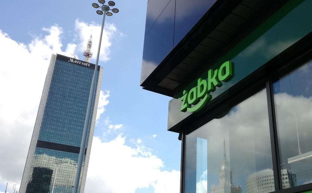 Sklep Żabka ze zmienionym logo w Warszawie