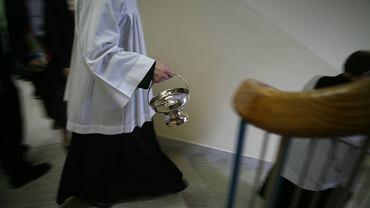 Ksiądz z Wielączy nagrywał nagie dziewczynki kamerą w bucie / Zdjęcie ilustracyjne