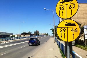 Żółte znaki z czołgami stanęły przy drogach. Co oznaczają?