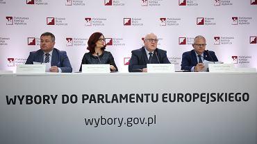 Incydenty podczas eurowyborów. PKW: Członek komisji schował do kieszeni cztery karty do głosowania