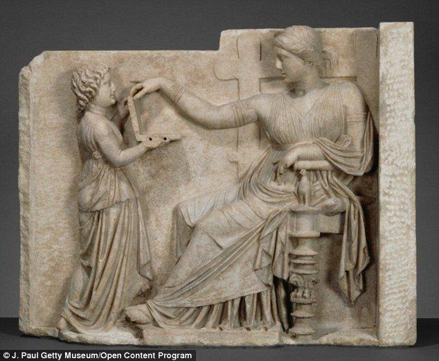 Czy ta rzeźba przedstawia osobę z laptopem?