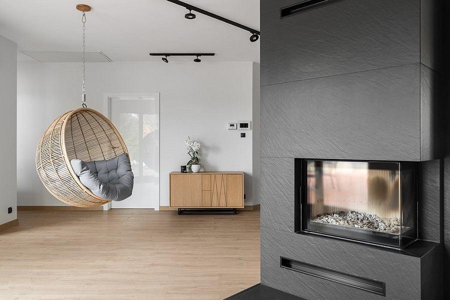 Fotel - huśtawka idealnie sprawdzi się w domu, ogrodzie i na tarasie.