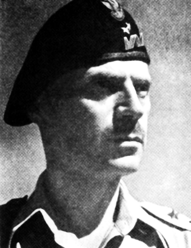 Decyzje o wysłaniu swoich żołnierzy do walki o klasztor na Monte Cassino gen. Anders (1892-1970) podjął po 10-minutowej naradzie w sztabie gen. Olivera Leese'a, dowódcy 8. Armii Brytyjskiej. Naczelny wódz, gen. Kazimierz Sosnkowski, którego dowódca 2. Korpusu nie spytał o zdanie, był wściekły i przerażony wizją ogromnych strat. 'Pióropusz biały panu się śni' - powiedział mi wprost. Tak wspominał rozmowę z Sosnkowskim Anders
