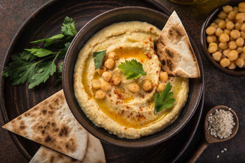 Hummus: głównym składnikiem hummusu jest ciecierzyca.