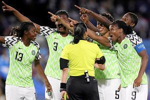 FIFA zmieniła przepisy w trakcie turnieju. Wystraszyła się czerwonych kartek