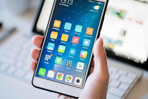 Android 12 będzie lepiej obsługiwał sklepy z aplikacjami innych firm