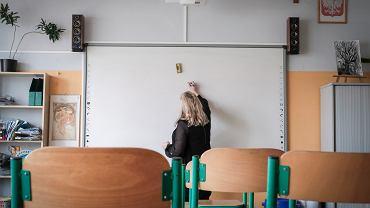 Ministerstwo proponuje nauczycielom więcej godzin przy tablicy, mniej dodatków, ale wyższe pensje