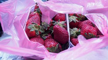 Zostało ci trochę mocno dojrzałych czereśni albo truskawek? Nie trzeba ich wyrzucać. Oto co z nimi zrobić