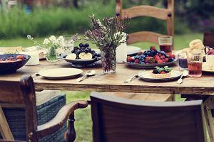 Krzesła ogrodowe składane - plastikowe czy drewniane. Jakie wybrać?