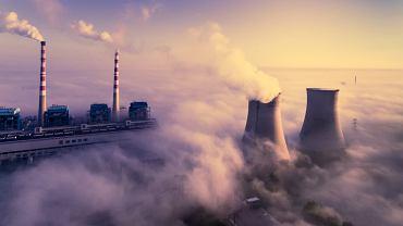 Smog spowija okolice elektrowni Jiangsu Xutang i miasta Pizhou we wschodniej prowincji Jiangsu, 31 sierpnia 2017 r.