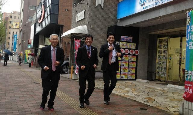 Profesor Tanaka w drodze na lunch