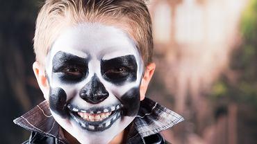 Jeżeli twój maluch chce wyglądać przerażająco, zrób mu makijaż kościotrupa