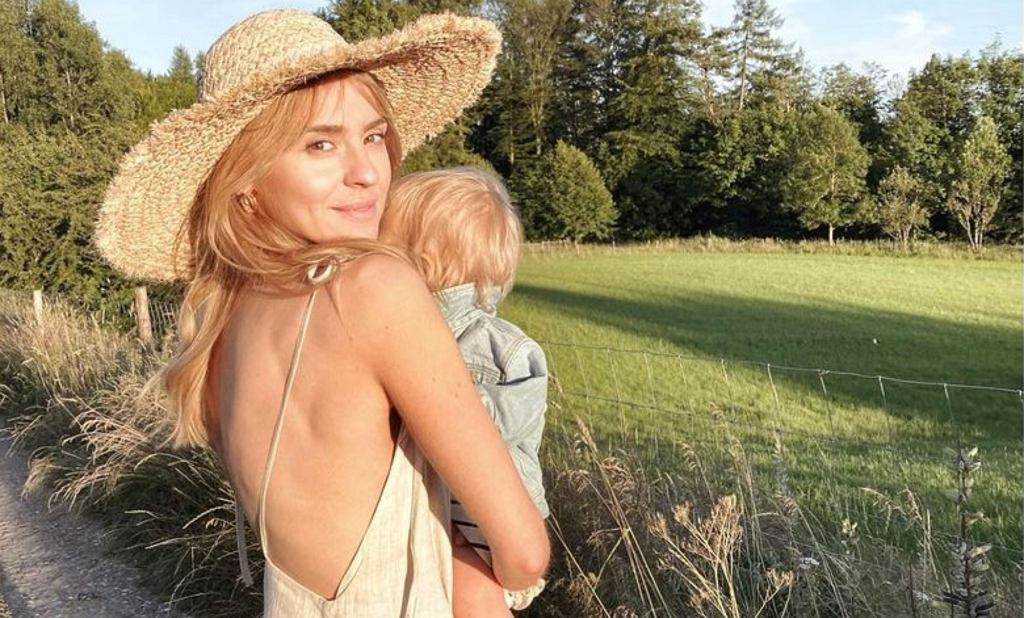 Kasia Tusk opublikowała zdjęcie w kostiumie kąpielowym z sieciówki