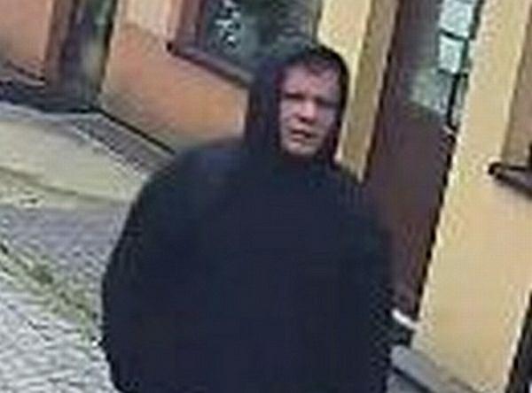 Bielsko-Biała. Policjanci szukają sprawcy napadu. Dusił 20-latkę, później ukradł pieniądze