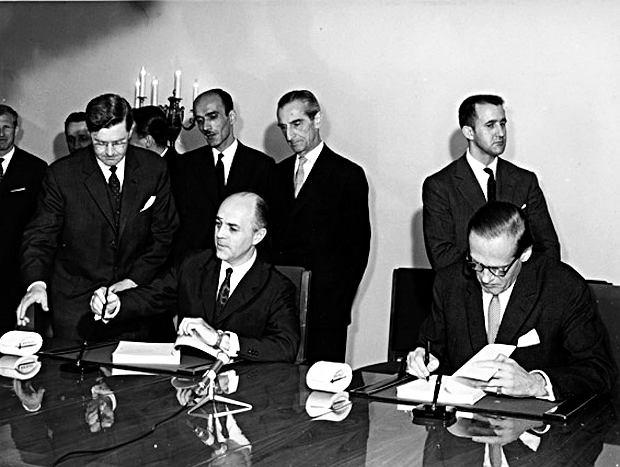 Podpisanie umowy stowarzyszeniowej przez przedstawicieli Turcji i Europejskiej Wspólnoty Gospodarczej, Ankara, 12 września 1963.