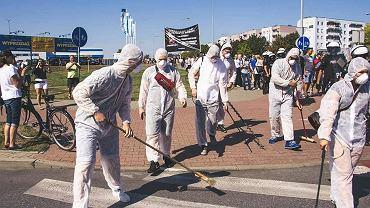 Młodzież Wszechpolska 'dezynfekuje' Szczecin - fot. facebook.com / Mlodzież Wszechpolska - Szczecin