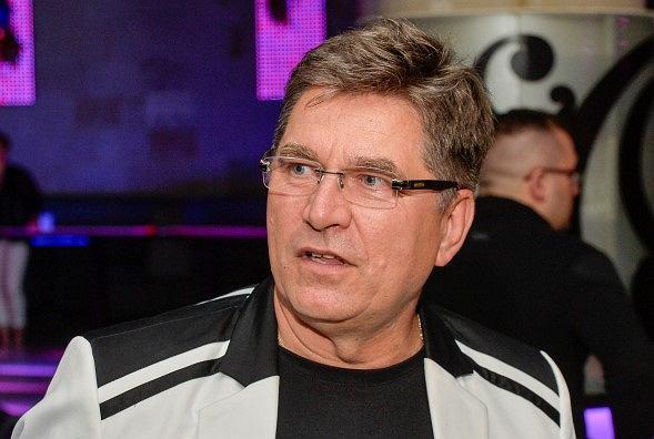 Sławomir Świerzyński, lider zespołu Bayer Full, usłyszał wyrok za nielegalną dystrybucję filmów. Rozpowszechniał je na pokazach pościeli.