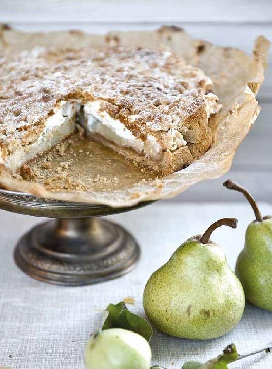 Szarlotka z jabłek i gruszek to świetny pomysł na pyszny deser.
