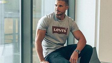Modne t-shirty w niskich cenach