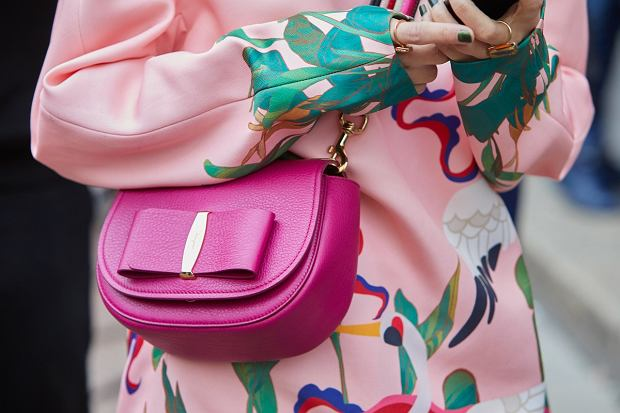 :Milan,-,February,26:,Woman,With,Pink,Ferragamo,Leather,Bag