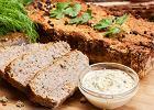 Pasztet domowy pieczony - pyszna przekąska nie tylko na świąteczny stół. Przepis podstawowy
