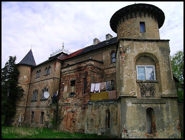 Pałac w Łomnicy wpisany do rejestru zabytków nr rej.: 489/J z 24.02.1977 (powiat zgorzelecki) /fot. Magda Acer