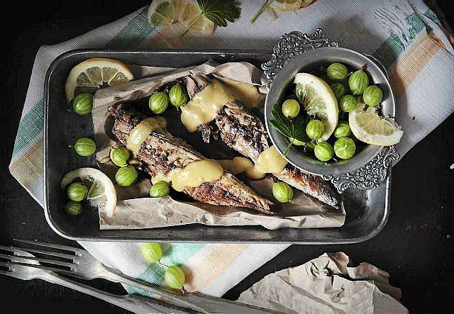 Pieczona makrela z sosem agrestowym
