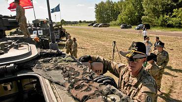 Pawłówek, lotnisko. Sprzęt armii USA na ćwiczeniach Anakonda 16