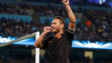 Francesco Totti został najstarszym zawodnikiem w historii piłkarskiej Ligi Mistrzów, który zdobył bramkę w meczu tych rozgrywek. We wtorek trafił dla Romy w 23. minucie wyjazdowego starcia grupy E z Manchesterem City w drugiej kolejce. W sobotę skończył 38 lat.
