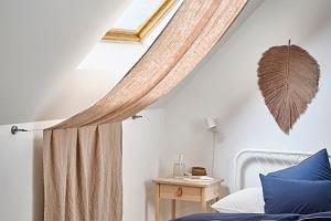Sypialnia na poddaszu - pomysły na aranżacje skosów