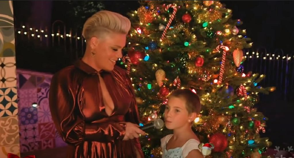 P!nk with Willow - The Christmas Song (The Disney Holiday Singalong 30-11-2020)
