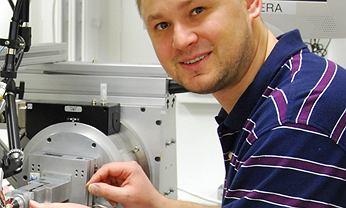 Dr Krzysztof Brzeziński z Instytutu Chemii Uniwersytetu w Białymstoku