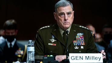Na pytania senatorów odpowiadał m.in. przewodniczący Kolegium Połączonych Szefów Sztabów gen. Mark Milley