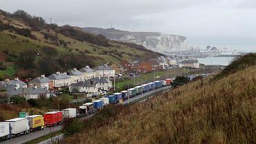 Brexit. Kolejka ciężarówek do przeprawy w Dover.