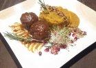 """Lavash: """"Kufte babci z baraniny"""" - pulpeciki z baraniny z figą i orzechami w sosie z brzoskwini na ostro z fioletową bazylią, serwowane z puree z dyni i ziemniaków. - Zdjęcia"""