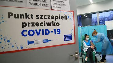 Pandemia koronawirusa. Szczepienia grup 'zero' (lekarzy i personelu medycznego). Białystok, Uniwersytecki Szpital Kliniczny, 4 stycznia 2021