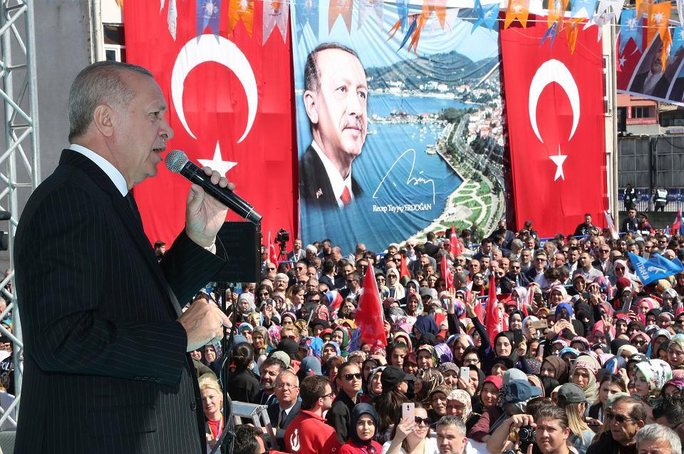 Prezydent Turcji Recep Tayyip Erdogan na przedwyborczym wiecu w Eregli, 19 marca 2019 r.