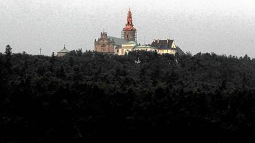 Nowa Słupia, widok na klasztor na Świętym Krzyżu