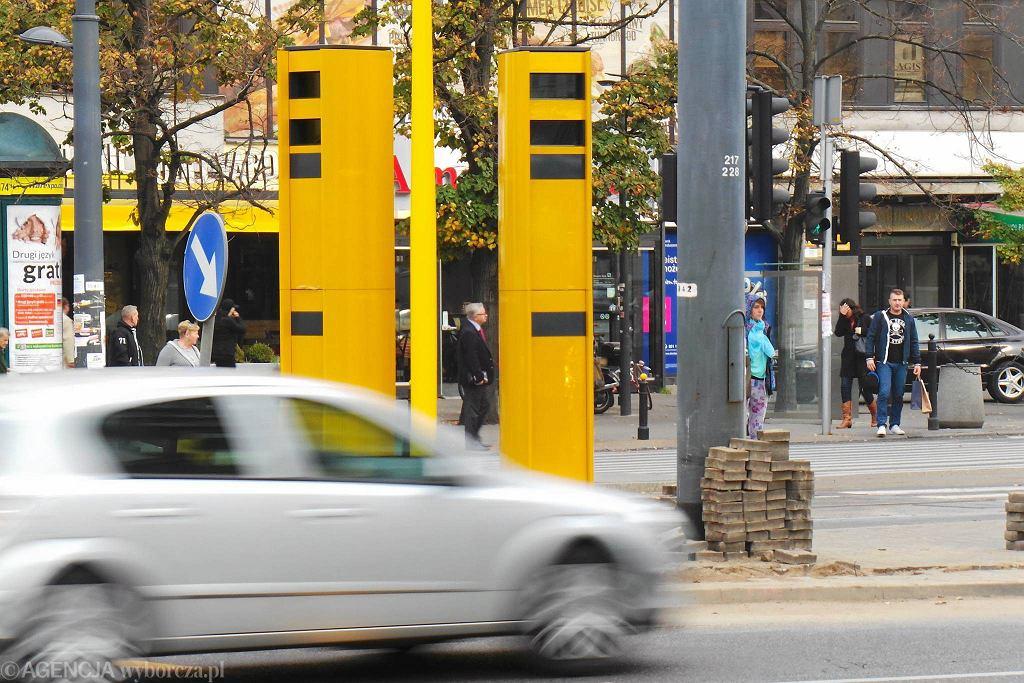 Fotoradary w Warszawie. Z listy najniebezpieczniejszych skrzyżowań wypadło to przy Feminie, na którym stanęły fotoradary